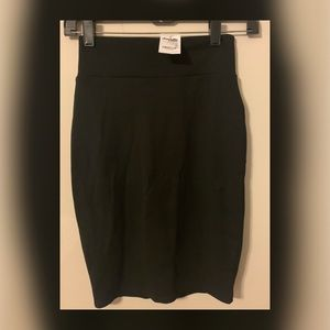 CHARLOTTE RUSSE NWT XS BLACK PULL-ON PENCIL SKIRT